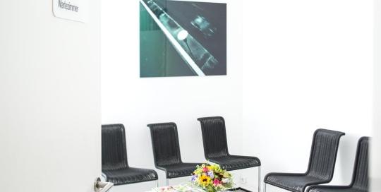 Dr-Pavenstaedt-Hausarzt-Wartezimmer-Gesamtansicht