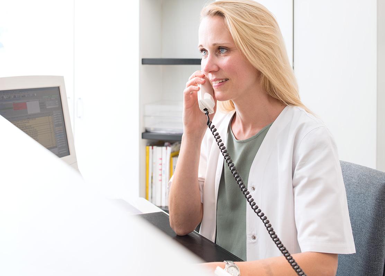 Dr-Pavenstaedt-Hausarzt-Empfang-Anruf